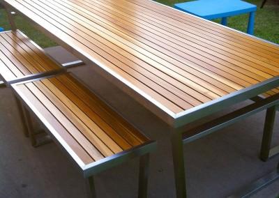 Mesa de acero con madera