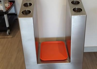 Mueble para cubiertos y bandejas plasticas