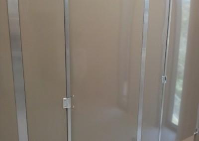 Puertas y divisiones de baño 1