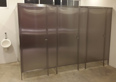 Puertas y divisiones de baño 4